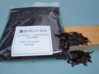 Garnet shellac flakes